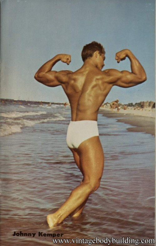 bodybuilder posing on the shore